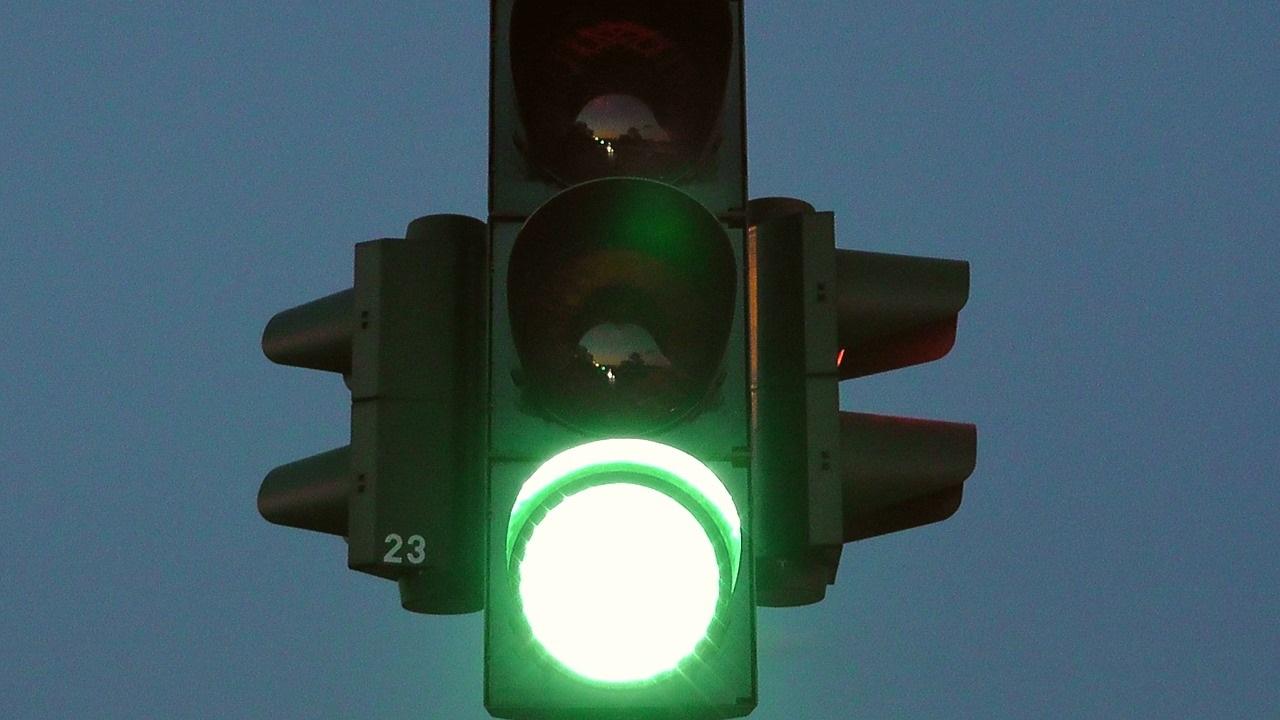 traffic-lights-77320_1280