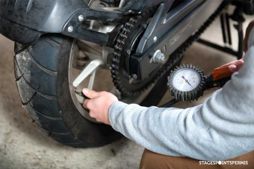 Pression pneu moto : le guide ultime