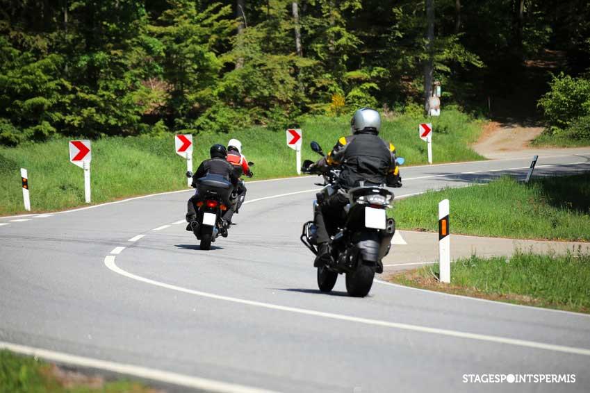 Balade à moto : les 5 règles pour bien rouler en groupe
