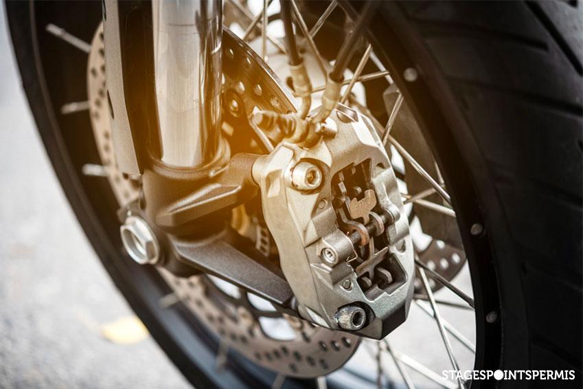 Assistances et aides à la conduite en moto