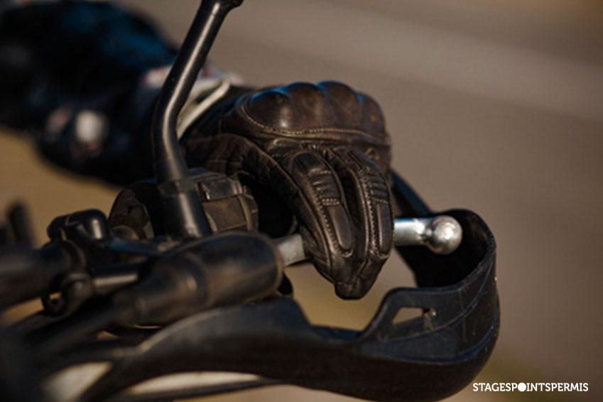 À la recherche de gants moto homologués ? Suivez le guide