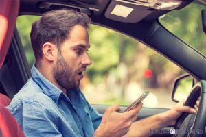 Téléphone au volant : quelles conséquences sur la conduite ?